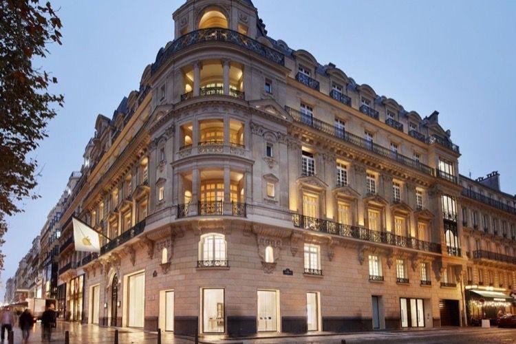 Apple inaugure son Apple Store des Champs-Elysées