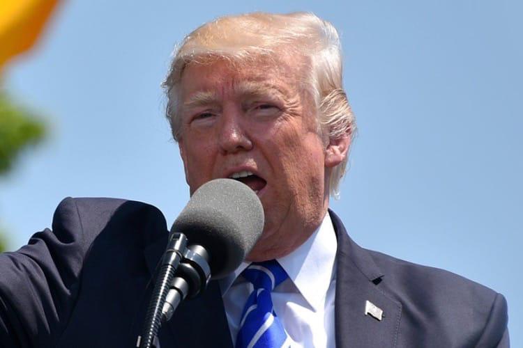 Guerre commerciale : Donald Trump prévient que l'iPhone pourrait coûter plus cher