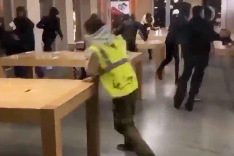 Bordeaux : pillage de l'Apple Store Sainte-Catherine, en marge de la manifestation des «gilets jaunes»
