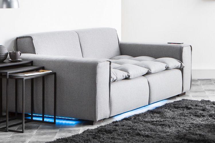 Smart Sofa: un canapé qui vibre, s'illumine, cache Alexa, fait home cinéma et recharge votre iPhone