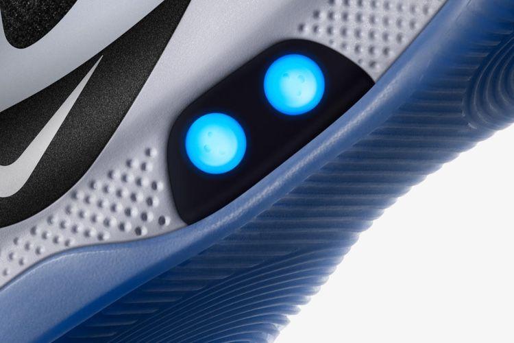 Nike lance ses Adapt BB à serrage électronique