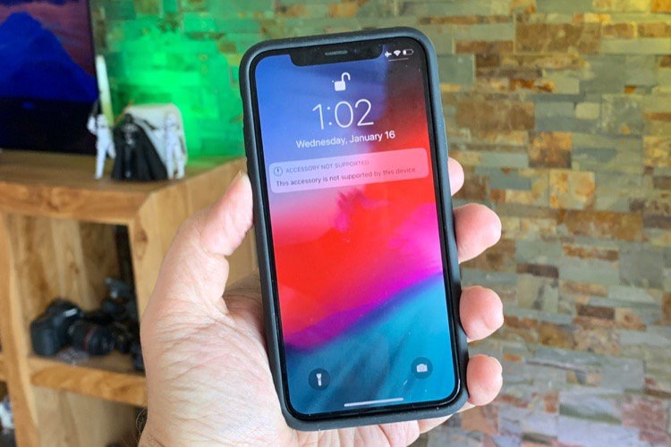 Finalement, la Smart Battery Case de l'iPhone XS recharge la batterie de l'iPhone X !
