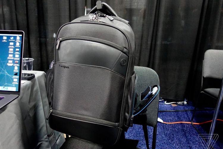 Targus : un sac à dos avec chargeur sans fil et un dock USB-C quatre écrans