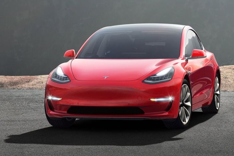 Tesla lance la commercialisation de la Model 3 à 35 000 $