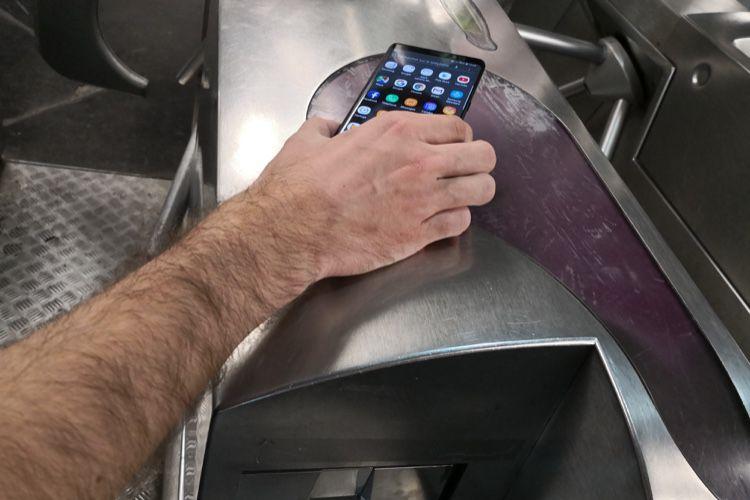 Treize smartphones Samsung pourront servir de pass Navigo dès mars