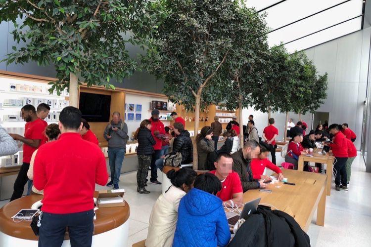 Dans les Apple Store, les techniciens mis à contribution pour vendre l'iPhone [màj]