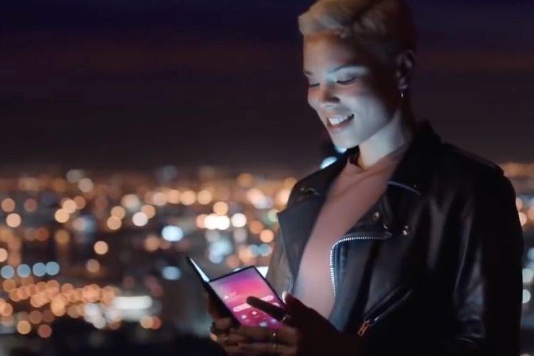 Samsung glisse un Galaxy pliable dans une vidéo d'anticipation
