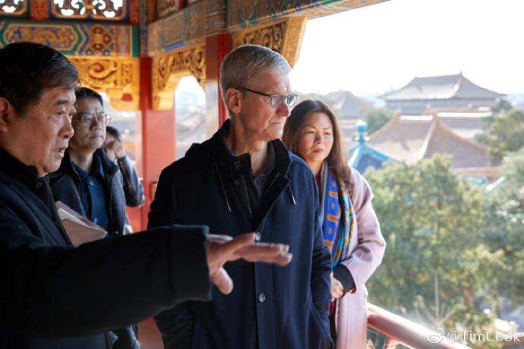image en galerie : Avant le keynote, Tim Cook à pied par la Chine