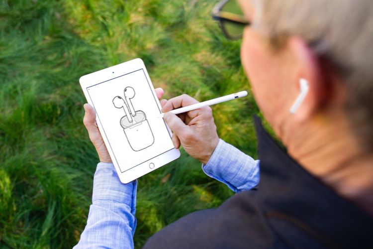 Les nouveaux AirPods avec leur boîtier de recharge sans fil sont disponibles