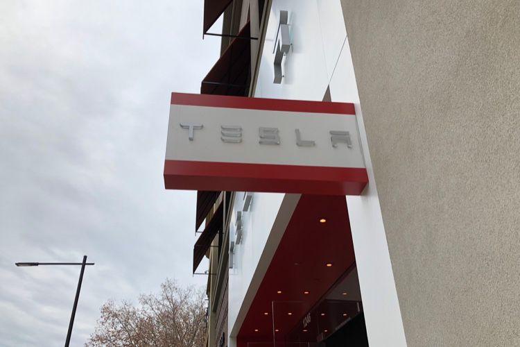 Tesla va vendre ses voitures exclusivement en ligne