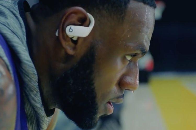 Première publicité pour les Powerbeats Pro, des écouteurs sans fil pour sportifs