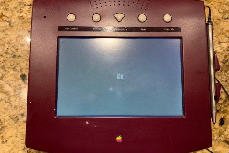 video en galerie : W.A.L.T, la tablette pour téléphone fixe imaginée par Apple en 1993