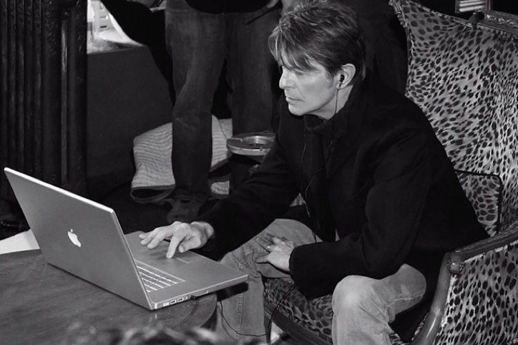 "La campagne ""Behind the Mac"" revient en musique"