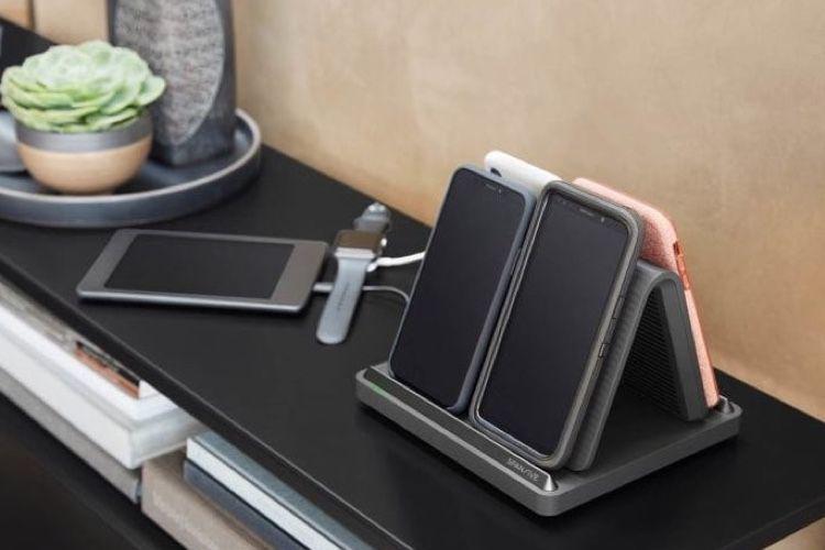 Le Spansive Source recharge sans fil quatre smartphones en même temps