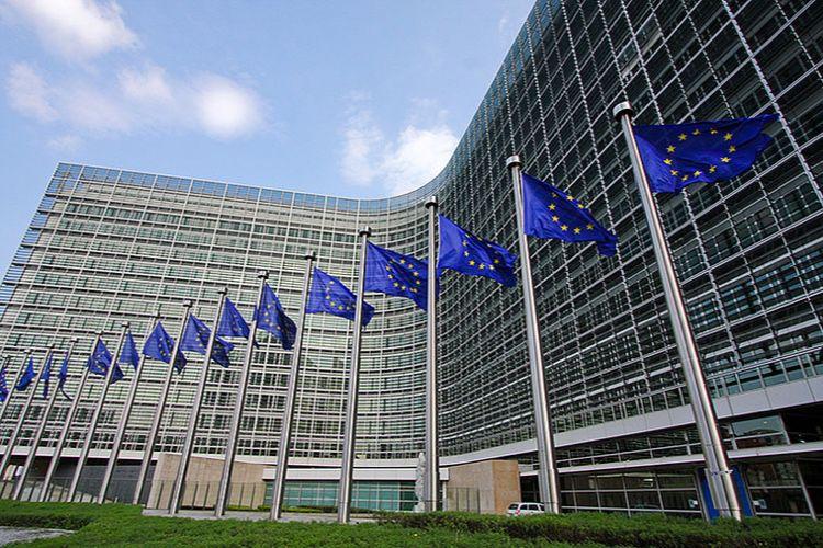 La Commission européenne plafonne le coût des appels et SMS vers les pays européens