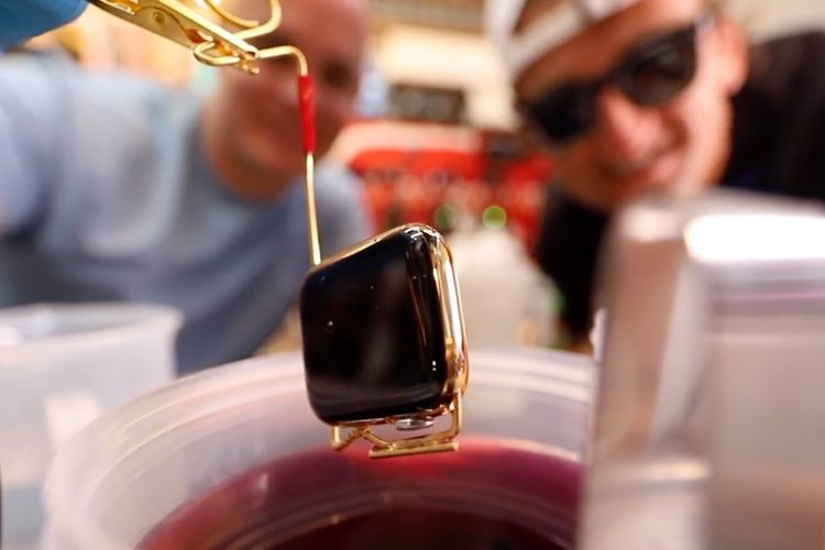 Une Apple Watch plaquée or 24 carats fait maison
