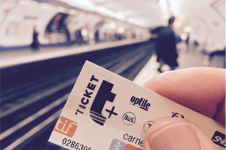 Le ticket de transport en Ile-de-France sera bientôt une carte ou un smartphone Samsung