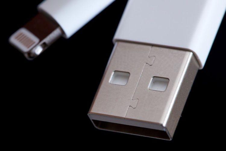 L'USB originalnon réversible: un mal pour un bien, explique son inventeur