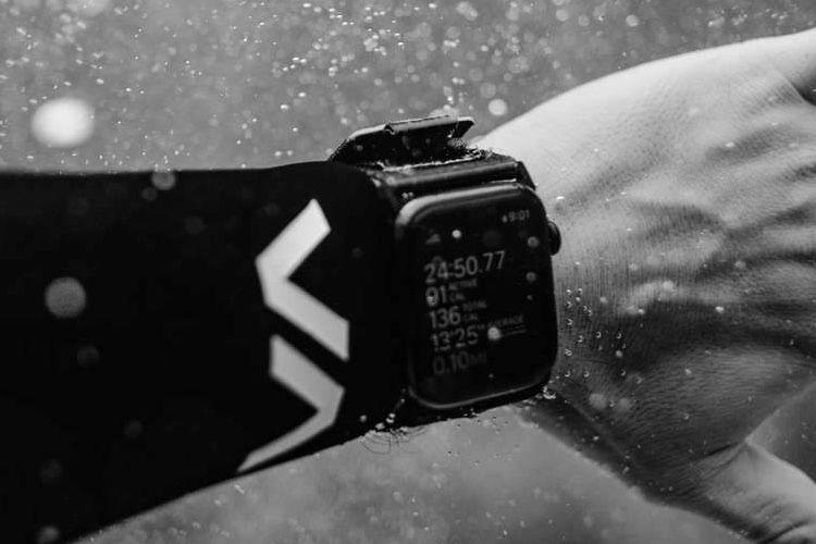 UAG : un bracelet sportif en nylon qui n'a pas peur de prendre l'eau [màj]