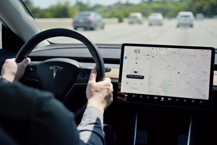 Elon Musk fait le ménage dans l'équipe en charge de la conduite autonome
