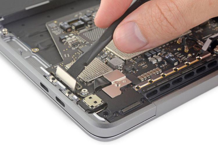 """iFixit pointe les changements internes du MacBook Pro 13""""2019"""
