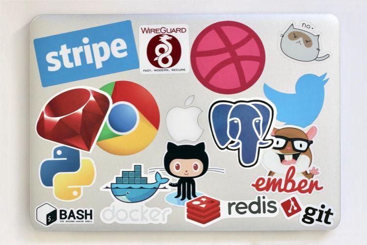image en galerie : Un autocollant pour préserver les stickers collés sur votre Mac