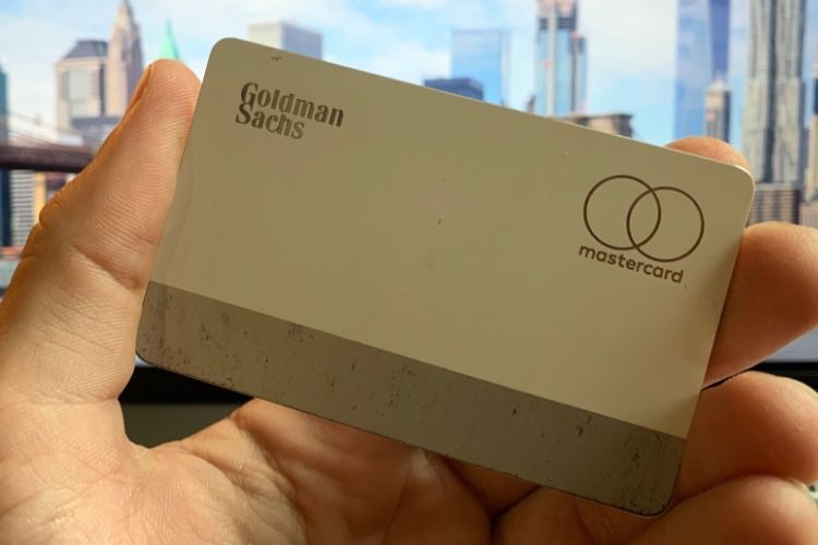 image en galerie : L'Apple Card prend cher dans un portefeuille en cuir