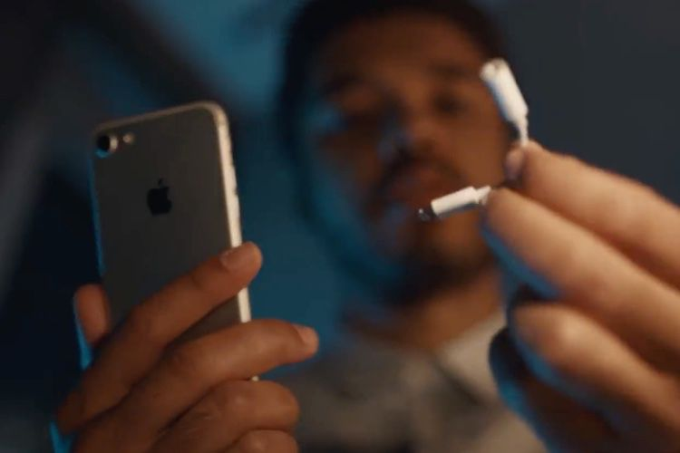 video en galerie : Samsung supprime une publicité moquant l'absence de port jack sur l'iPhone