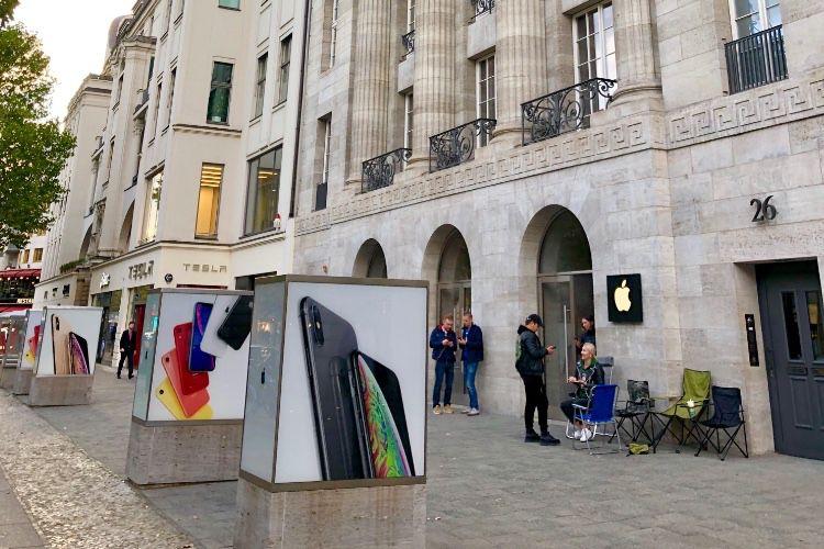 image en galerie : Des files d'attente devant les AppleStore pour les nouveaux iPhone!