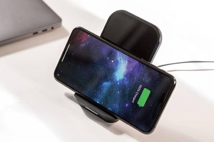 Mophie : une station de charge articulée pour iPhone ou AirPods