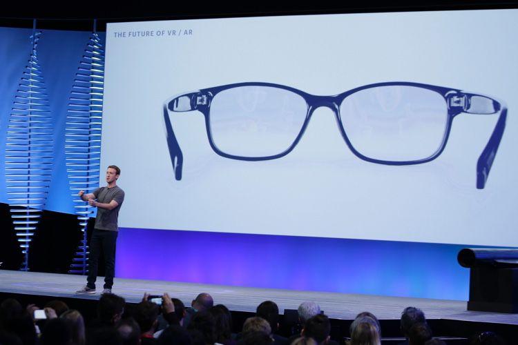 Facebook et EssilorLuxottica plancheraient sur des lunettes de réalité augmentée