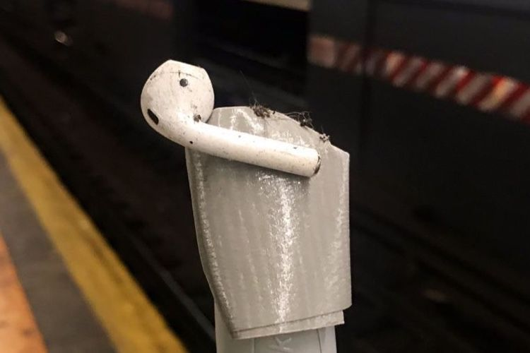 «Attention à vos AirPods en sortant du train»