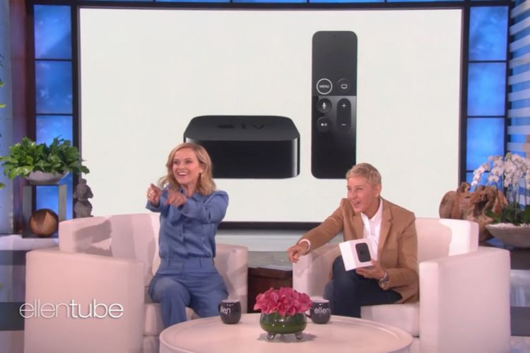 video en galerie : Reese Witherspoon donne des Apple TV au public déchaîné d'Ellen DeGeneres
