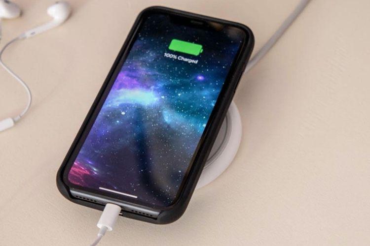 Une coque-batterie Mophie compatible Qi pour iPhone 11 et 11Pro