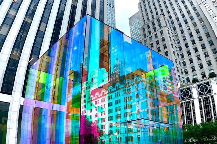 video en galerie : Apple Store : des couleurs plein le Cube