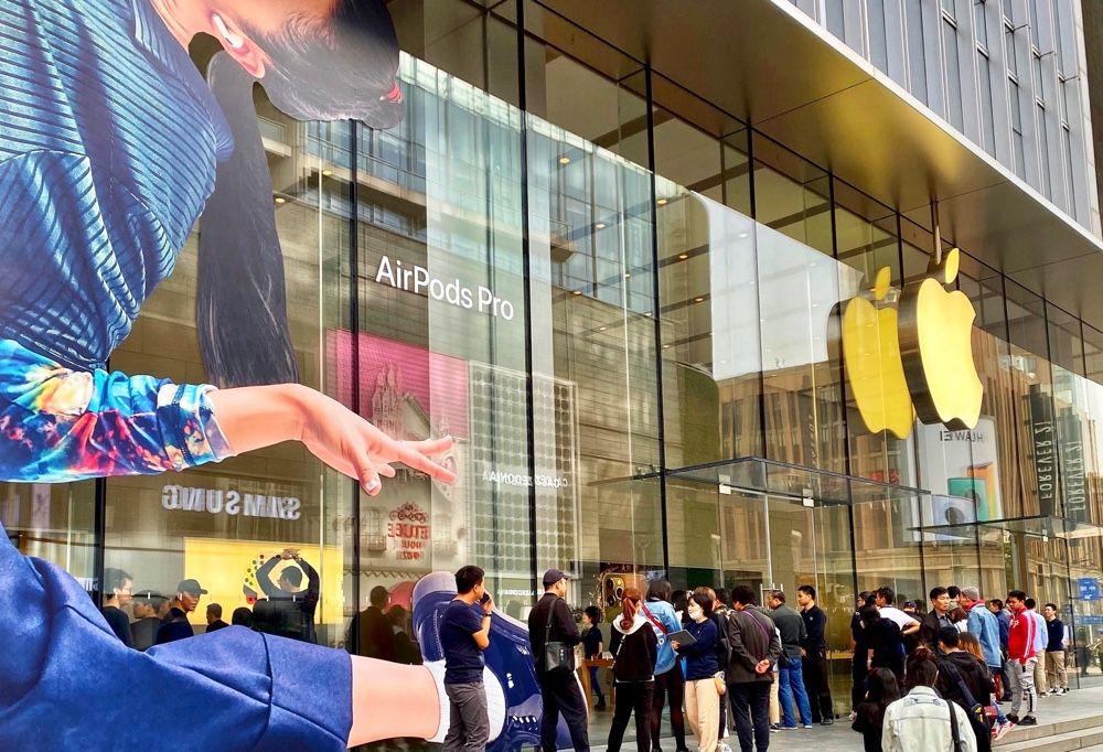 Un petit peu de monde pour le lancement des AirPods Pro à Shanghai et ailleurs 🆕