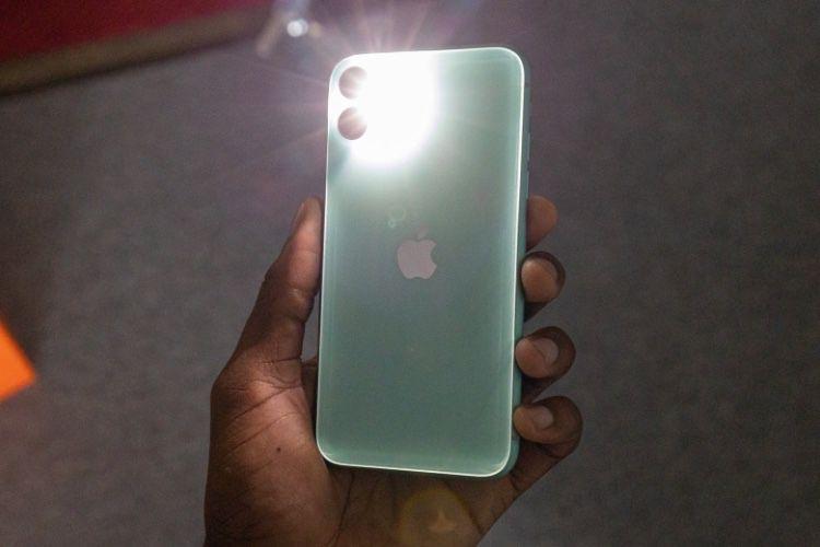 Le flash de l'iPhone 11 est une lumière 💡