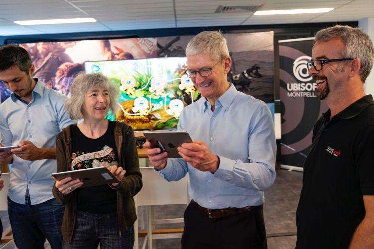 image en galerie : Tim Cook en France, à la rencontre de studios partenaires d'Apple Arcade