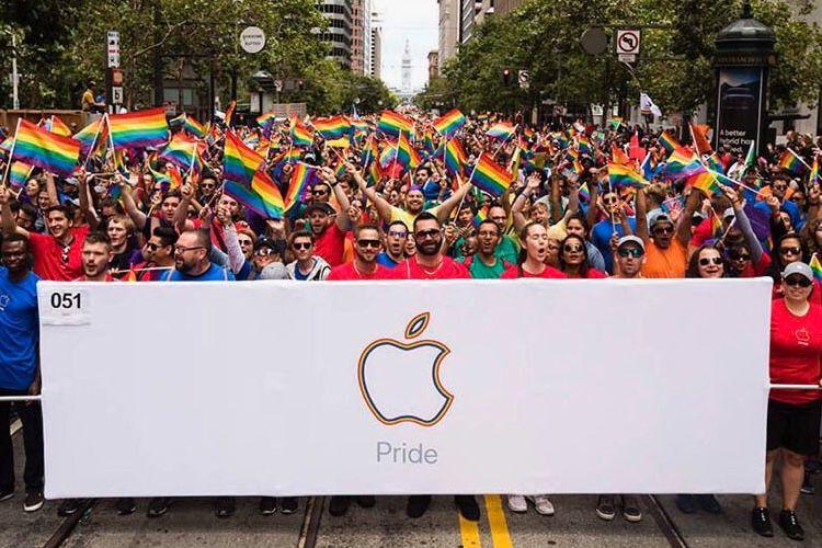 Russie : il porte plainte contre Apple qui l'aurait rendu gay