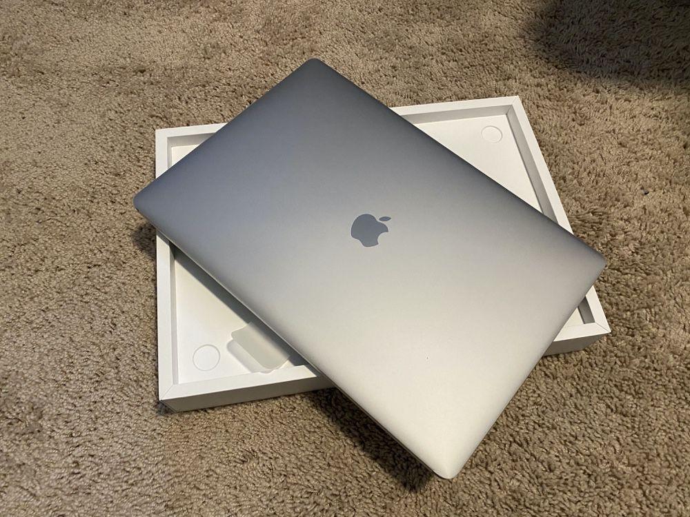 Des MacBook Pro 16 pouces déjà disponibles en Apple Store