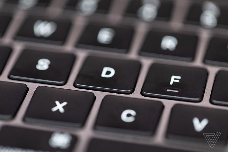 Rumeur: un MacBookPro13,3 pouces avec le nouveau clavier pour 2020