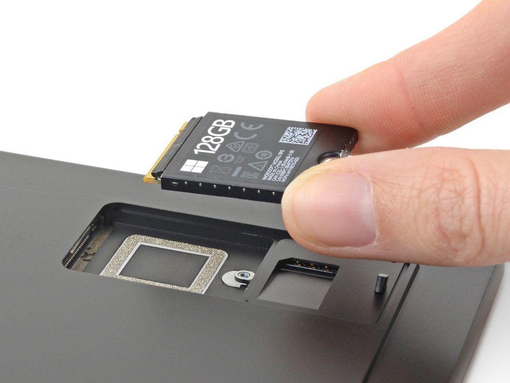 La démonstration de Microsoft : il est très facile de changer le SSD
