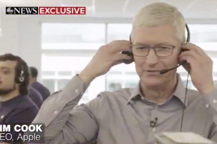 image en galerie : Petit boulot de Tim Cook : vendeur d'iPodtouch au téléphone