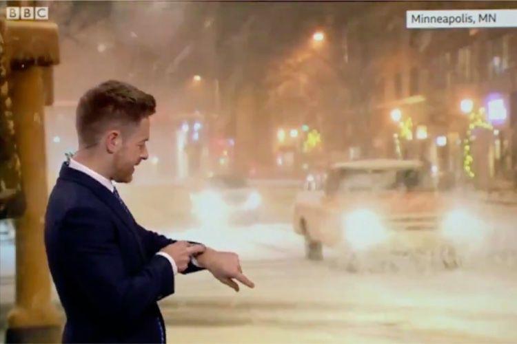 image en galerie : Siri contredit le présentateur météo en direct à la télé