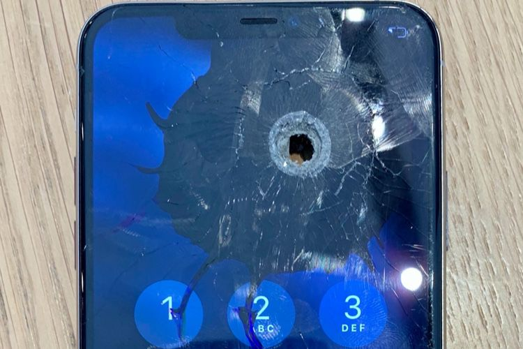 Un iPhone 11 Pro toujours d'aplomb après avoir pris duplomb