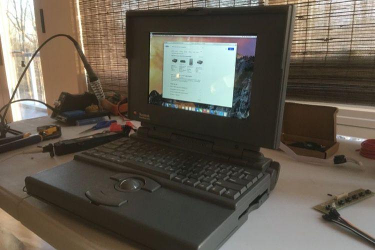 image en galerie : Ce PowerBook a avalé un Mac mini