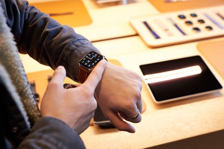 Dépassées par l'AppleWatch les montres suisses s'en sortent par le luxe