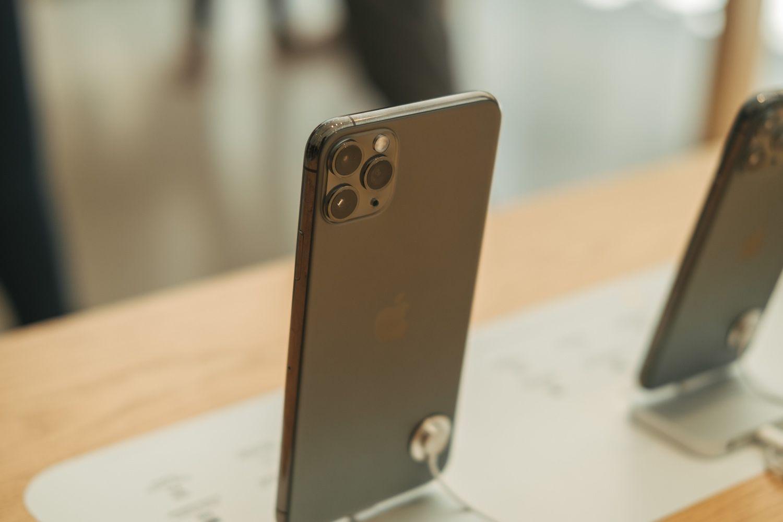 Les ventes mondiales de smartphones enregistrent une chute historique