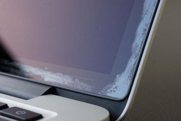 MacBookAir Retina : le revêtement anti-reflet de l'écran peut aussi se dégrader