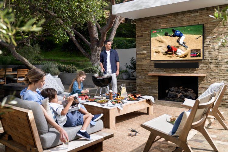 Samsung présente un téléviseur AirPlay2 pour votre terrasse